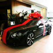 Большой подарочный бант на машину